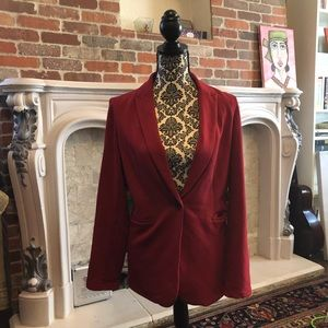 Comfortable, soft blazer in rich red color
